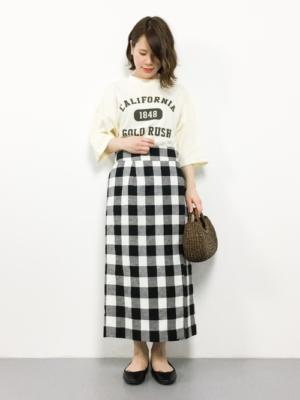 ギンガムチェック スカート ロゴTシャツ コーデ