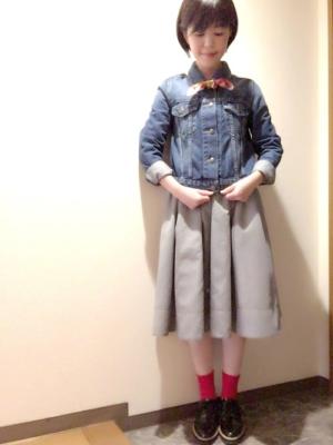 ギンガムチェック 赤い靴下 コーデ